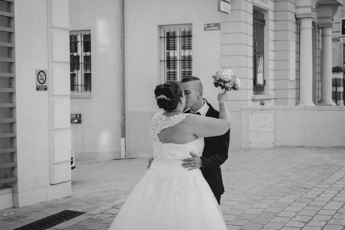 Mariage couple mairie Var